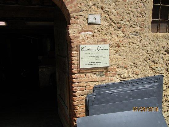 Casciana Alta, Italy: Entryway
