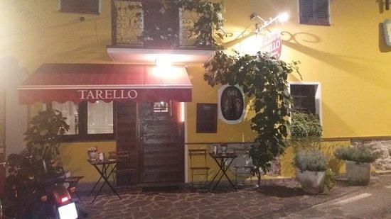Roppolo, Italia: Il pittoresco ingresso del ristorante, poco discosto dalla piazzetta del paese.