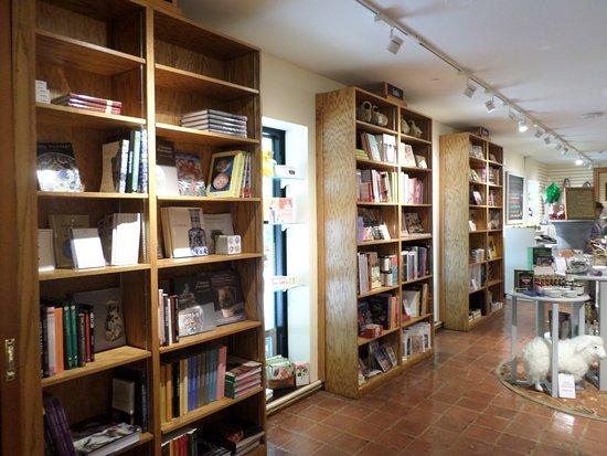 Winterthur, DE: lots of books in gift shop