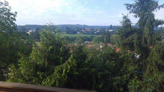 Gablitz, Austria: Blick ins Grüne vom Balkon im ersten Stock