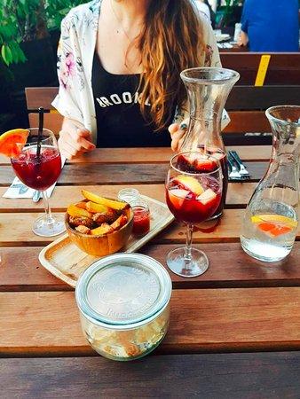 Instock Amsterdam: Sangria, housemade fries