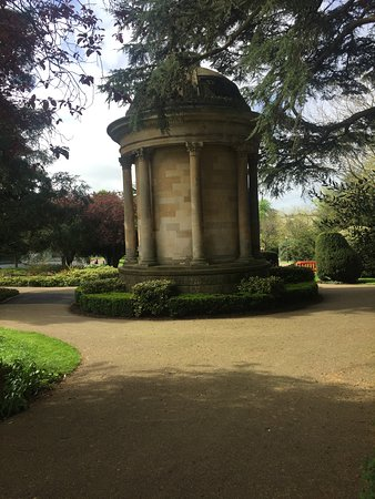 Jephson Gardens: Views in the park