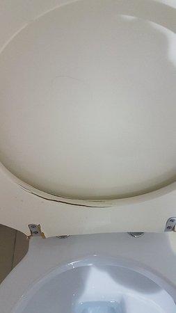 A mi pareja le robaron el airpod en la habitacion. Ademas hay muchos puntos de mantenimiento que mejorar