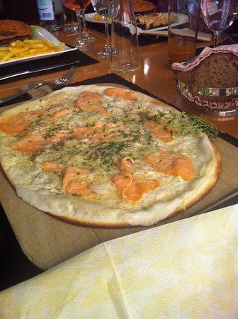 Hotel Restaurant Holiday Thun: Flammkuchen mit Lachs