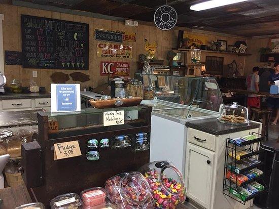 Happened uon this lovely campground & General Store!