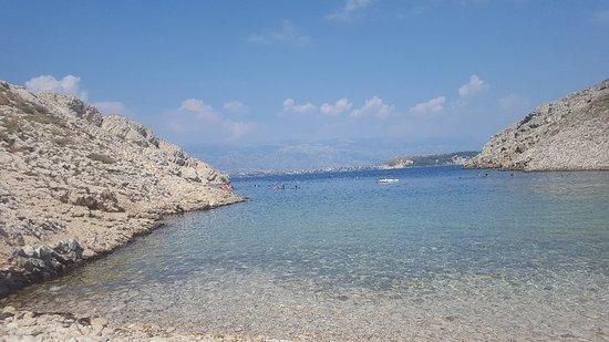 Vrsi, Croacia: Miejsce przepiękne. Mało miejsca do leżenia ale czuje się tu klimat południowej Dalmacji... Plaż