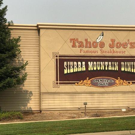 Tahoe Joe's Famous Steakhouse: Outside