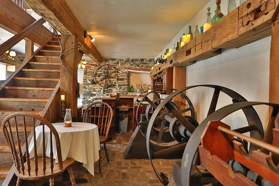 Glen Rock, Πενσυλβάνια: Wine Cellar Dining Room