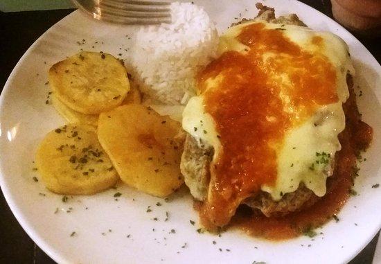 """Sheraton Vitoria Restaurant : Filé a """"parmegiana"""" saboroso, mas nada excepcional"""