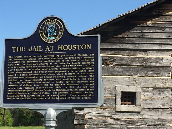 Houston, อลาบาม่า: Front of jail plus historical sign.