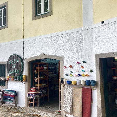 Galamares, Portugal: Loja da Quinta, a cute artisanal shop that sells porcelain and rugs
