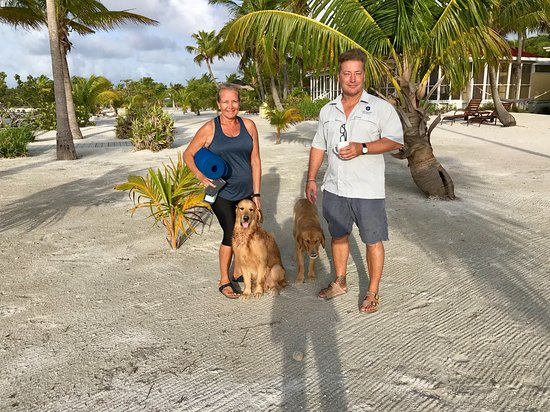 Turneffe Island, Belize: Manager's Sally & Nick with the resort's two Golden Retrievers.
