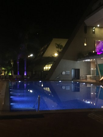 Amathus Beach Hotel Limassol Picture