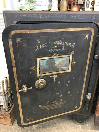 Old safe - Picture of Columbus Washboard, Logan - TripAdvisor