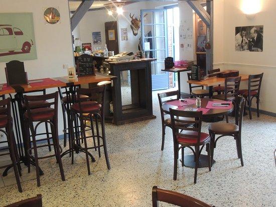 Argent-sur-Sauldre, Γαλλία: La salle climatisée et le Bar