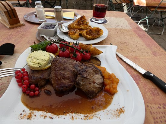 Beuron, Jerman: Hirschsteak auf Grillgemüse
