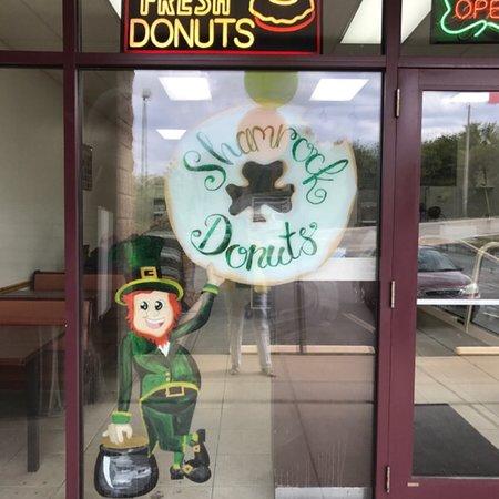 Arnold, MO: Shamrock Donuts
