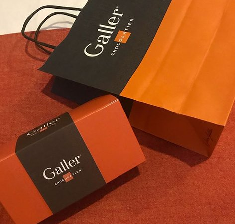 a small box from galler ブリュッセル galler chocolatierの写真