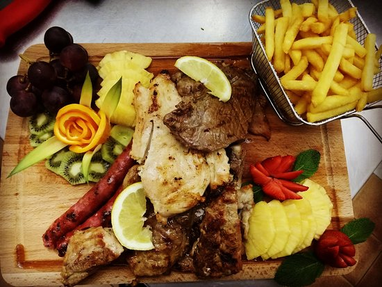 MEAT BOARD WITH FRUITS