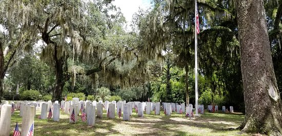 Bonaventure Cemetery: another of theVeteran's section