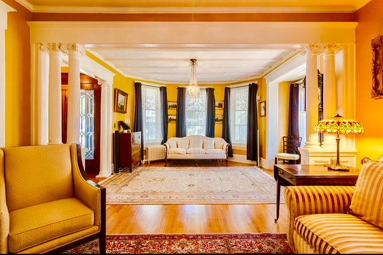 1000 Islands Bed and Breakfast - The Bulloch House