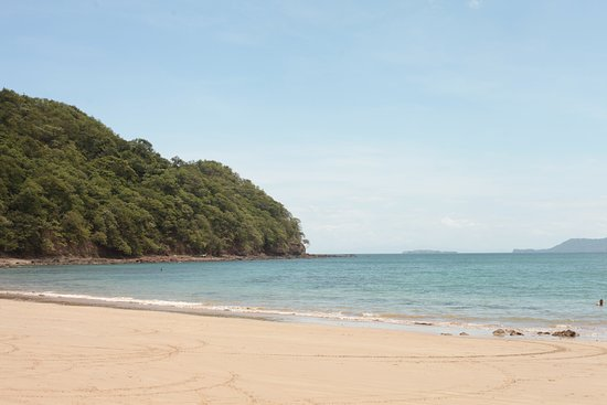 Playa Conchal: white sand, blue water