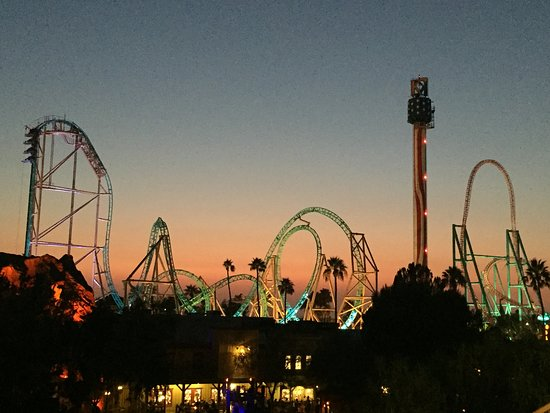 Knott's Berry Farm: At night - what a fun place to be at!