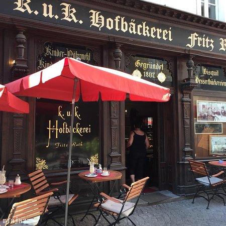 K.U.K. Hofbackerei: Front door