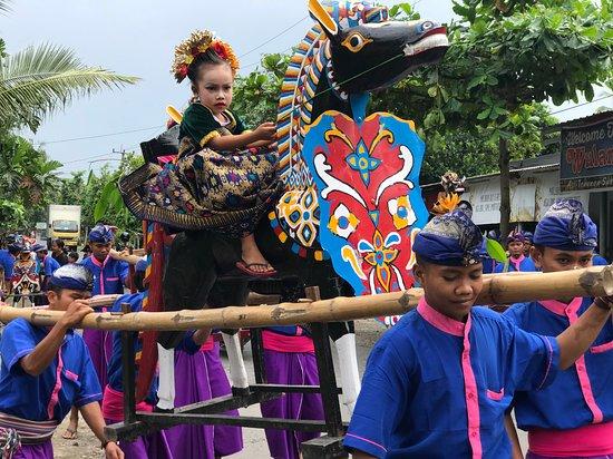 Kuta, Ινδονησία: local village circumcision procession