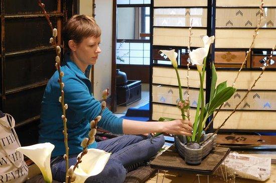 京都タウンハウスでの生け花体験
