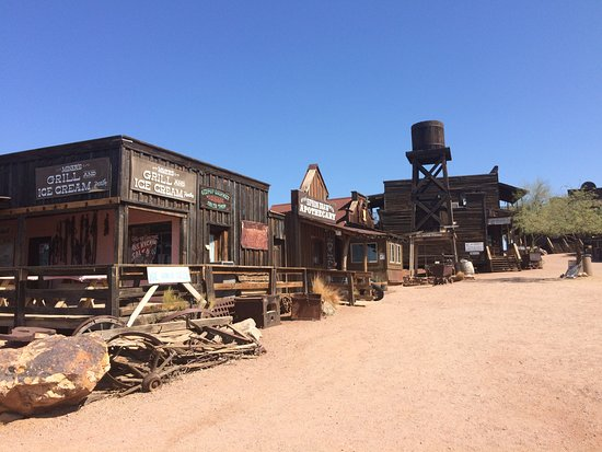Apache Trail Scenic Drive: Old Wild West town
