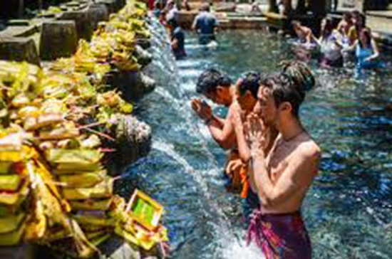 Visite de Cosmo Bali Danse Barong...