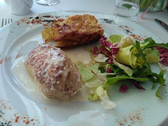 Kto Wypuscil Skowronka: Filet z kurczaka faszerowany szpinakiem, suszonym pomidorem i szynką parmeńską na sosie