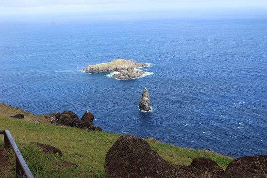 """Rapa Nui National Park: Offshore """"Birdman Island"""" at Orongo"""