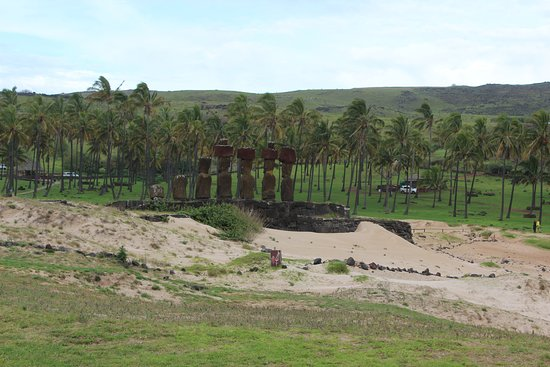 Rapa Nui National Park: The Moai of Anakena, the only sandy beach on Easter Island.