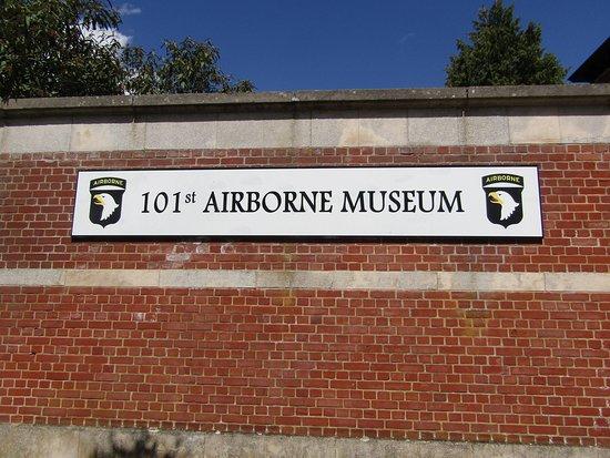101 Airborne Museum Le Mess - Bastogne : Deze foto is van de voorkant aan het museum