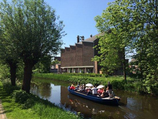 Fluisterboot De IJsvogel vaart door het groen hart van Spijkenisse
