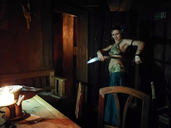 Tavern U Krale Brabantskeho: ballerina con spade