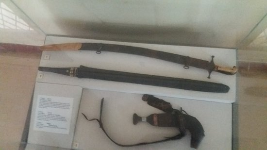 Gede Ruins: Swords and Daggers