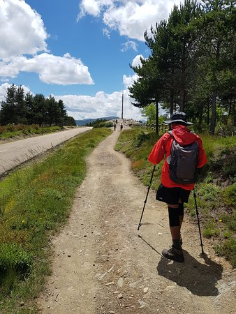Walking towards Cruz de Ferro.