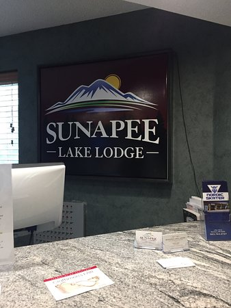 Mount Sunapee, NH: Front desk