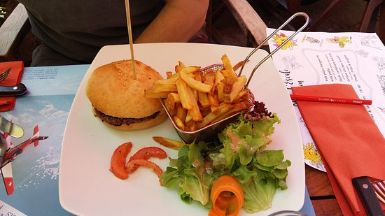 Gryon, Switzerland: Standard burger, plain at my request but still tasted lovely