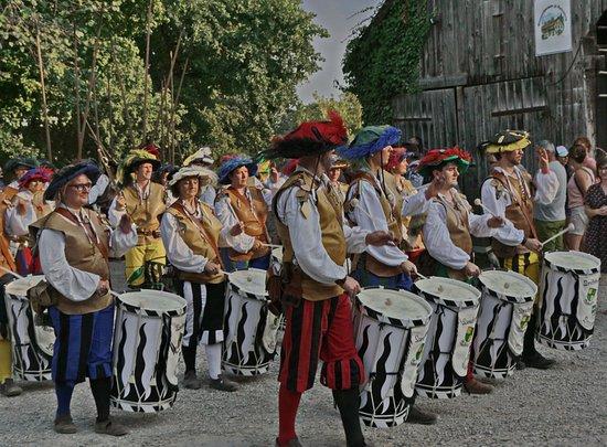 Geltendorf, Jerman: Allerlei mittelalterliches Volk ist zu sehen