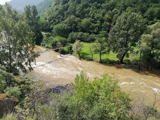Maglic Fortress: Pogled sa staze na nabujali Ibar