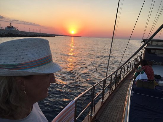 Marasciulo Charter: Enjoing the sunset on board!