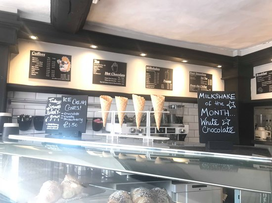 Uppingham, UK: Shop counter/menu