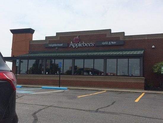 Chesterfield, MI: Applebee's went to...