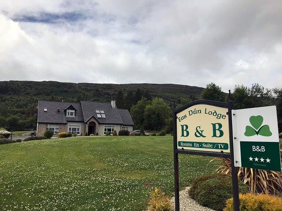 Eas Dun Lodge: Hotel outside view