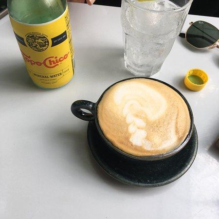 Lugar favorito para tomar café , me encanta la atmósfera del lugar , el estar rodeado de plantas