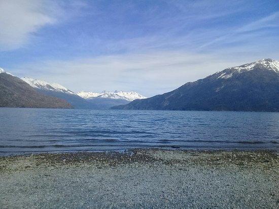 Lago de Puelo: Lago Puelo en invierno.